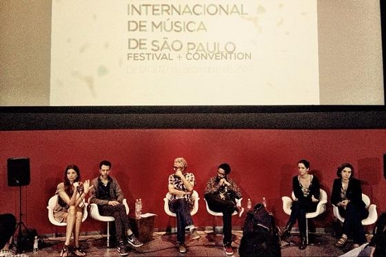 """Debate: """"Modelo de Negócios e de Administração de Carreiras no Mercado da Música Hoje"""" / Foto por Tulipa Ruiz"""
