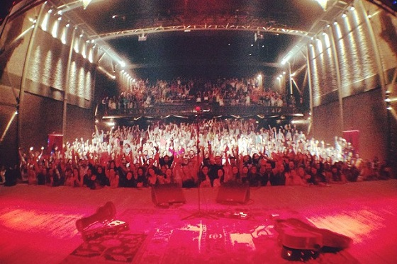 Fim do show no Theatro NET SP lotado / Foto por Tiago Iorc