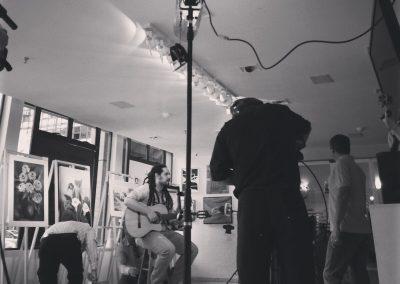 Théo grava programa de TV em Brasília