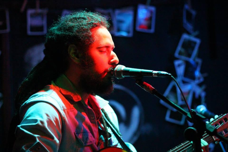 Voz e violão no Kabul Bar (15.02.2014)