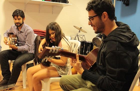 Isabel acompanhada de seu pai e o prof. Luis (por Priscila Cunha)